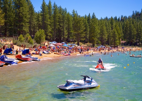 Camp Richardson Resort  skelbia atrankas WT USA programos dalyviams