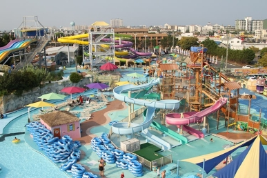 Jolly Roger Amusement Park kviečia studentus vasarai